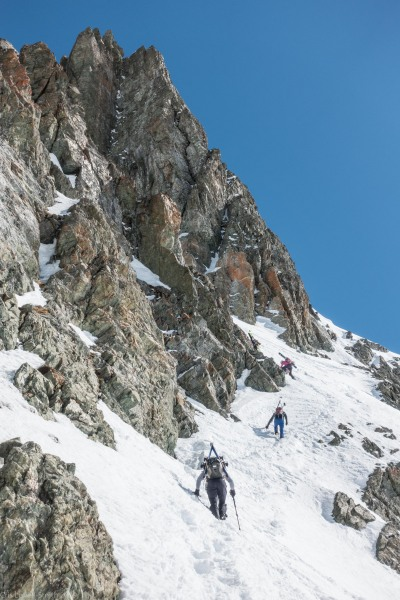 The others continue (Ski touring Avers March 2019)