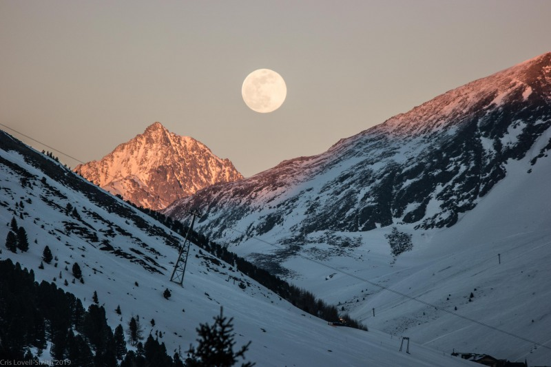 Amazing moon in the evening (Skitouring Kuehtai March 2019)
