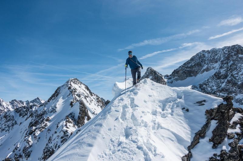 Climbing along a ridge (Skitouring Kuehtai March 2019)