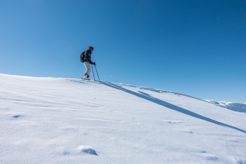 Johannes about to descend from Schafzoellen (Skitouring Kuehtai March 2019)