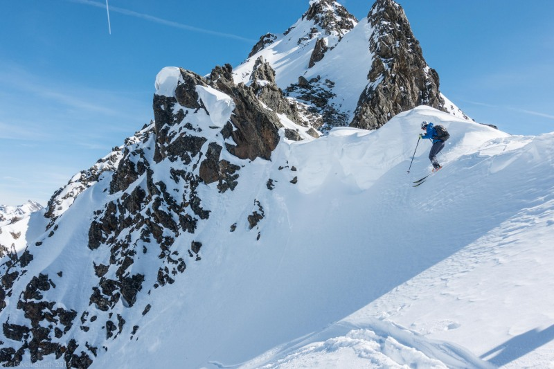 Johannes dropping into a couloir (Skitouring Kuehtai March 2019)