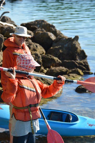 Mum gives kayak instruction (Takaka 2013)