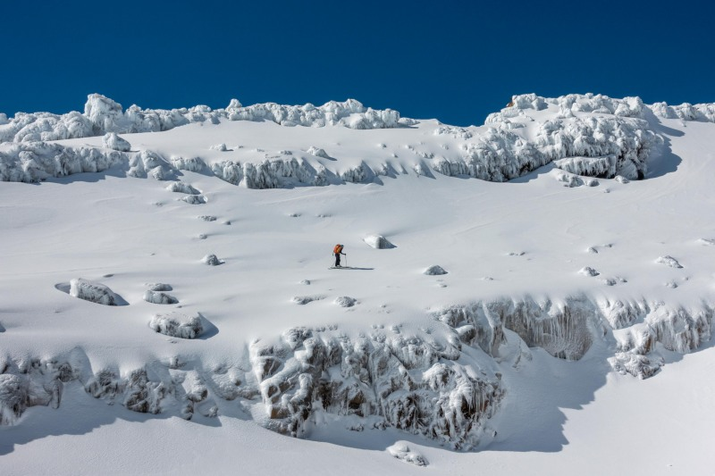 Craig skinning through bluffs (Tongariro Adventures July 2021)