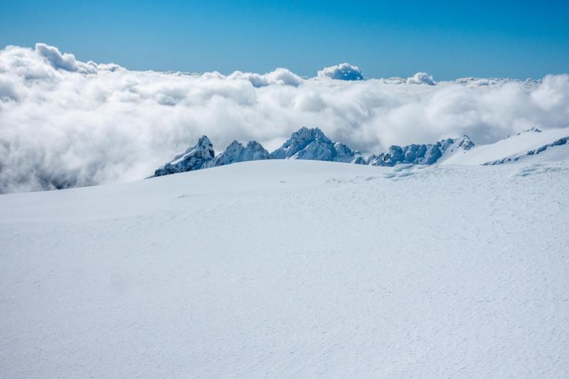 Snow and jagged peaks (Tongariro Adventures July 2021)