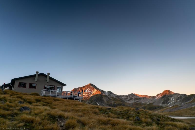 Angelus Hut in the morning (Tramping Angelus Hut May 2021)