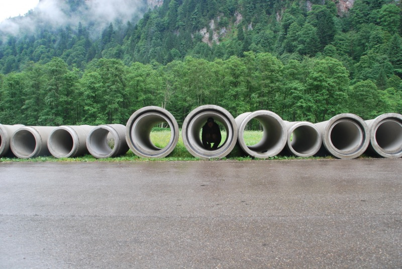 Frauke in one of many pipes (Tramping Schrecksee, Germany)