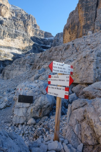 Heading up to Rifugio Alimonta (Brenta Dolomites)