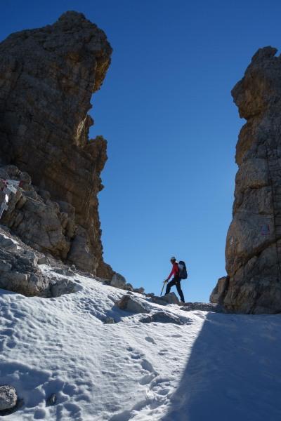 Leonie at the pass (Brenta Dolomites)