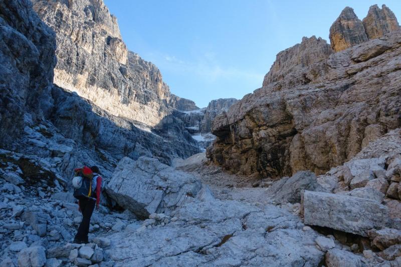 Leonie walking (Brenta Dolomites)