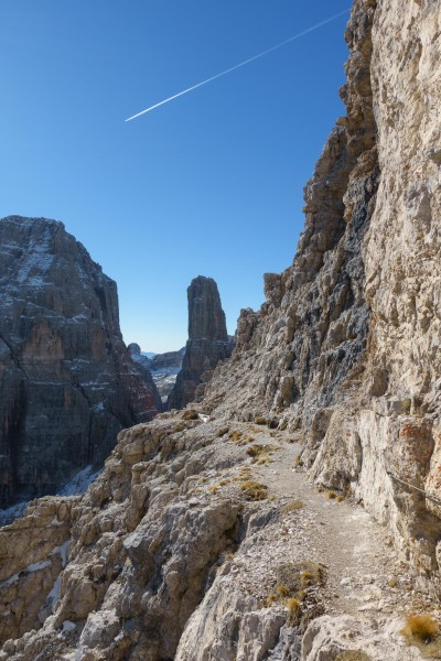 View along to the tower (Brenta Dolomites)