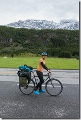 Leonie and snow in the mountains (Cycle Touring Norway 2016)