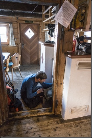 Brendan tending to the fire (Skitouring Kuehtai March 2019)