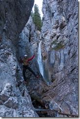 Leonie in the ravine (Gargellen Klettersteige)
