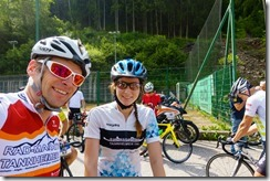 Cris and Leonie at the drinks stop (Giro delle Dolomiti 2019)