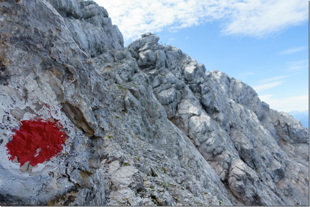 Red marks the way (Watzmann Überschreitung Aug 2019)